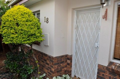 Property Investment Opportunity! Asking Price is only R680,000 for a 2 Bedroom Simplex, Erasmuskloof, Pretoria East Call Annelize 082-317-3187 or email user15@fahproperties.co.za