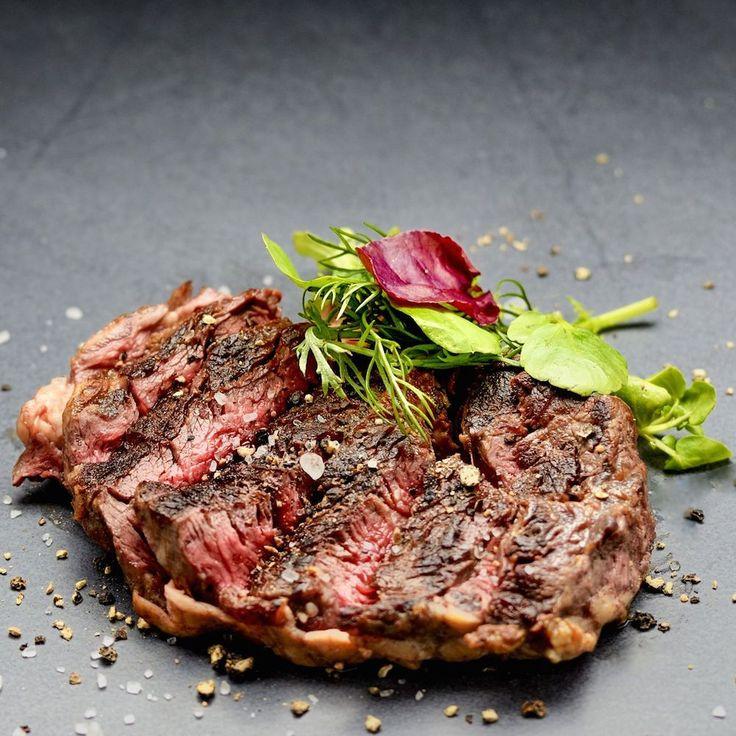 Unglaublich gutes Steak im Mun Restaurant in Haidhausen, wo moderne asiatische Küche auf Wein aus aller Welt trifft | creme münchen