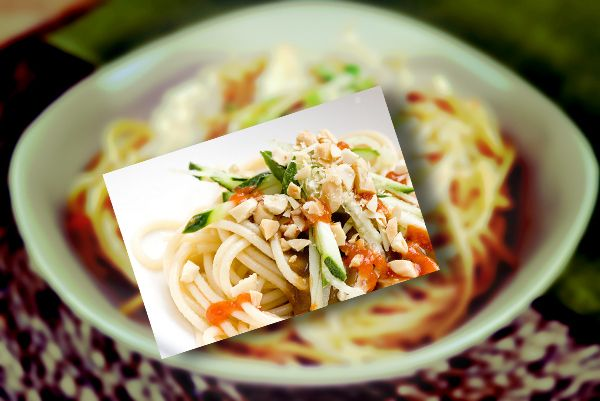 Tagliatelle con salsa di arachidi | lemontube.it
