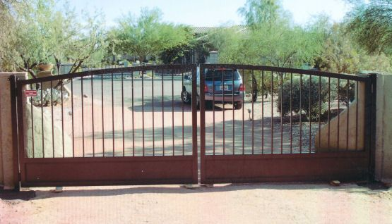 Best 25 metal driveway gates ideas on pinterest front for Aluminum driveway gates prices