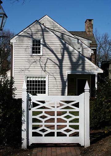 Exteriors- nice gate details