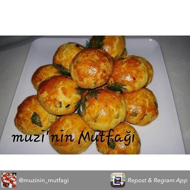 En güzel mutfak paylaşımları için kanalımıza abone olunuz. http://www.kadinika.com Repost from @muzinin_mutfagi using @RepostRegramApp - Hayırlı aksamlar hanimlar sabah spora giderim akşam kurabiyeleri götürürüm buda benim diyetim aman yemiyelimi tarifide gelsin peynirli kurabiye 1 su bardağı nin yarısı sıvı yağ yarısı  margarin 2 yumurta 1 su bardagi yoğurt 1 su bardağı peynir 1 yemek kaşığı pul biber 1 tatlı kaşığı zerdaçal 1 çay kaşığı tuz 1 paket kabartma tozu 1 yemek kaşığı sirke 1…