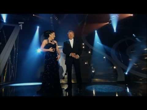 ▶ Lucie Bílá & Karel Gott - Ať láska křídly mává (2009) - YouTube