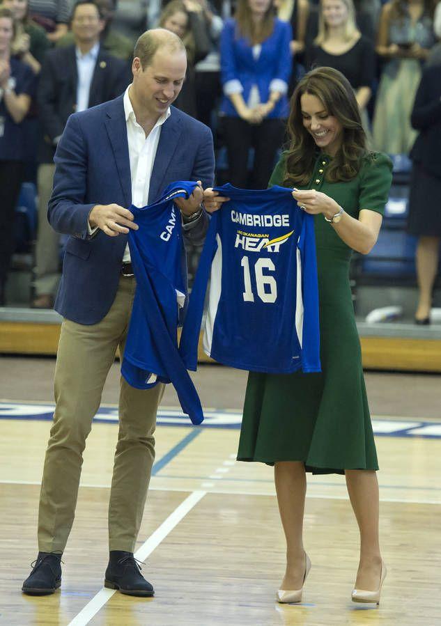 Kate, William, George et Charlotte : toutes les photos de leur voyage au Canada : Des maillots de volleyball personnalisés à l'université de Colombie Britannique