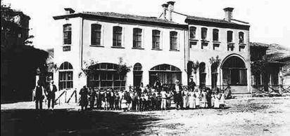 Davutpaşa Lisesi, dönemin sadrazamı Davut Paşa tarafından 'Mekteb-i Sübyan' adıyla kuruldu. Okul 1874'te Rüştiye Mektebi'ne dönüştü.