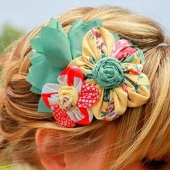 A ton of ideas for DIY Fabric Flower Pins, buttons, and clips.