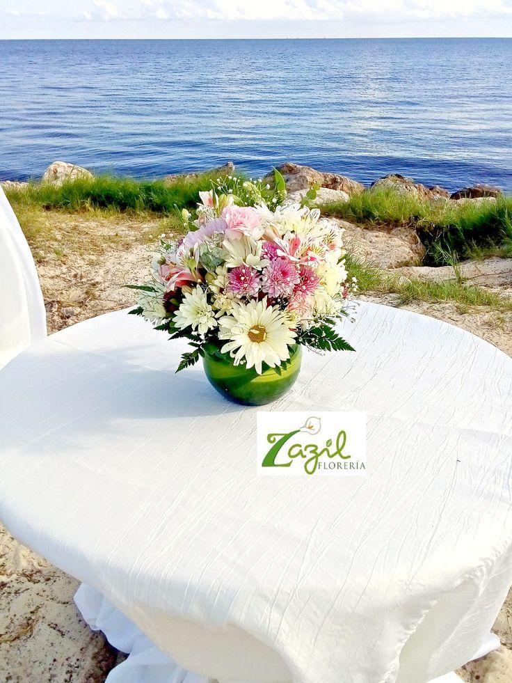 Diseño floral para Bodas en Riviera Maya y Cancún. #centrosdemesa Contacto: ventas@floreriazazil.com www.floreriazazil.com #floreriaencancun #floreriazazil