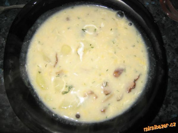 Kulajda Asi 1,5 l vody, 2 rovné lžičky soli, 5 nových koření, 2 bobkové listy, 5 středních brambor nakrájet,...