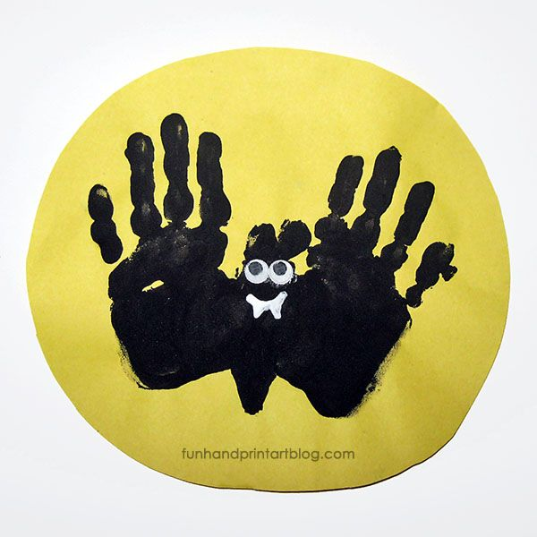 Adorable Handprint Bat Flying Over the Moon Halloween Craft for toddlers, preschoolers, and kindergarteners to make this Halloween.