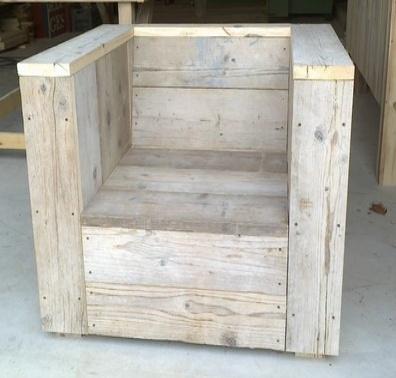 Fauteuil en bois de palette tendance pinterest for Fabrication de fauteuil de jardin en palette