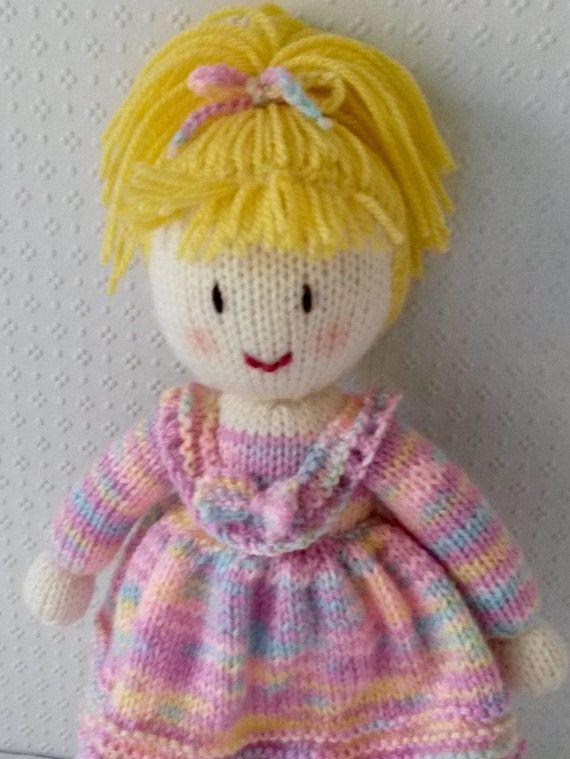 Muñeca tejida mano por DreamDollies en Etsy