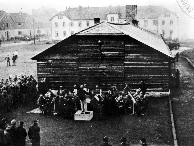 La orquesta de Auschwitz, para musicalizar el holocausto