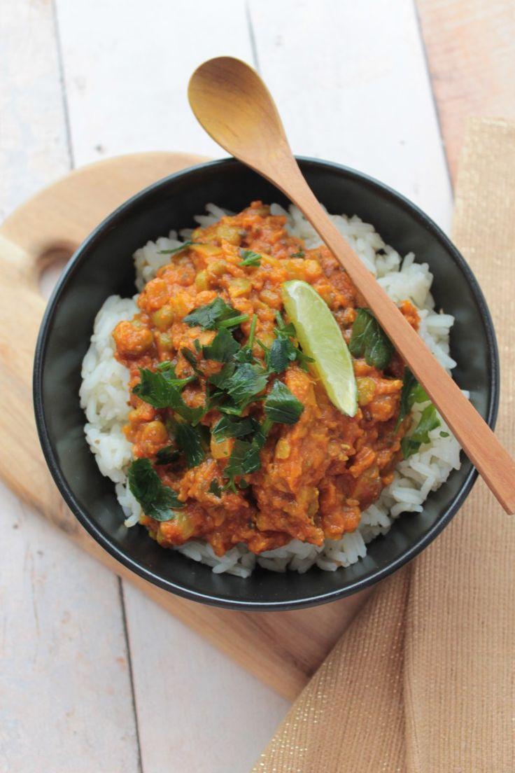 Cette recette m'a fait aimer les pois cassés ! Il faut dire que je suis fan absolument des dahls de lentilles et des plats indiens en général, alors j'étais déjà à moitié conquise 😉 Pou…