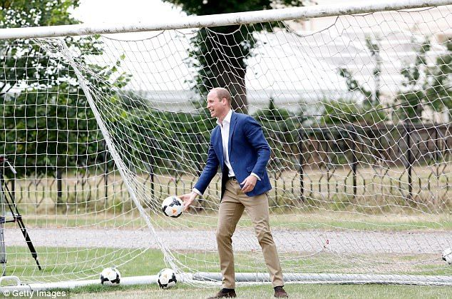 13-7-2017 prins William, still dressed in his smart jacket and shoes, happily put in a stint in goal ...