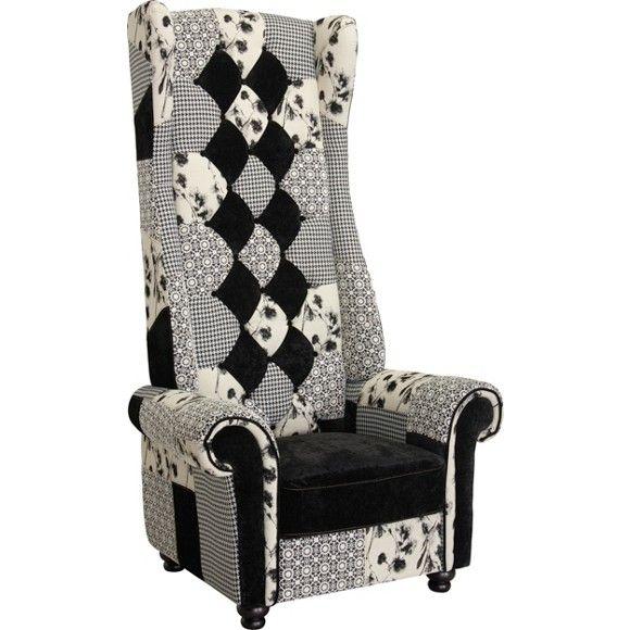 Ihr neuer Sessel ist alles andere als alltäglich! Schon die hohe Lehne macht den großen Polstersessel zum echten Hingucker. Der Patchwork-Bezug mit Rautensteppung verleiht dem Sessel zusätzlichen Charme. In Ihrem Zuhause wirkt der imposante Stuhl wie ein Thron, auf dem Sie nach einem langen Tag königlich entspannen. Genauso gut können Sie hier mit Ihrem Tablet Einkaufslisten aktualisieren oder sich einfach einen guten Film ansehen. Ein Sessel mit Charakter: Fühlen Sie sic