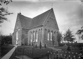Afbeeldingsresultaat voor kerk leermens Hier is de oudste grafsteen van Euwes 16e eeuw