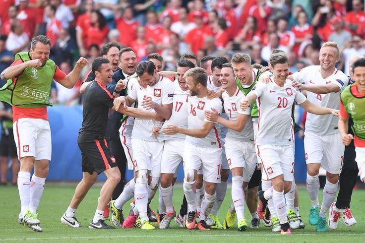 [ZDJĘCIE DNIA] Mamy to! Szwajcaria pokonana - Łączy nas piłka