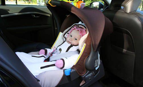 Selkä menosuuntaan asennus on turvallisempi kuin kasvot menosuuntaan myös vauva-ajan jälkeen.