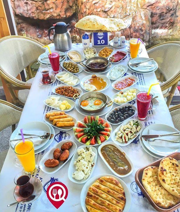 """Serpme Kahvaltı - Van Kahvaltı Salonu / İstanbul ( Ataşehir )  Çalışma Saatleri 07:00-17:00  0 216 5481212  0 530 680 04 65  35 TL / Kişi Başı  Alkolsüz Mekan   Paket Servis Yok  Sodexo Multimet Ticket Yok  Açık Alan Var   Otopark Var  Sucuklu pastırmalı kavurmalı ve sahanda yumurta omlet menemen  seçeneklerinden bir tanesi ücretsizdir. Sınırsız çay servisi ile birlikte fotoğraftaki görsel 4 kişiliktir.  DAHA FAZLASI İÇİN YOUTUBE """"YEMEK NEREDE YENİR"""" TAKİP ET"""