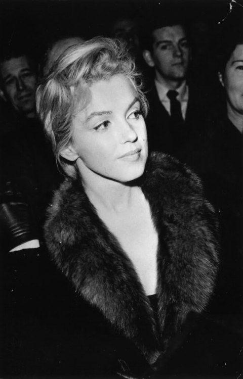 photo noir et blanc : Marilyn Monroe, actrice de cinéma US, 1956