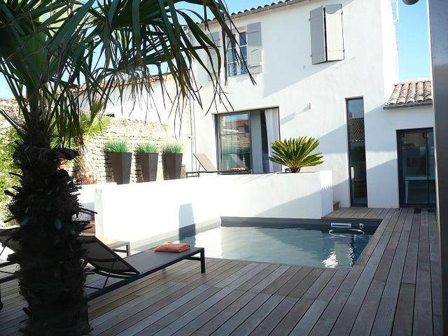 Location prestige Maison LA FLOTTE ILE DE RE : Villa d'architecte (180m²) avec piscine chauffée, de belle facture et ...