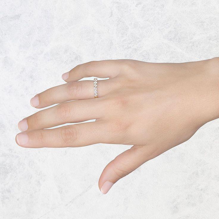 Anillo de diamantes de oro amarillo de 18 quilates. Este anillo de pedida Argyor tiene 7 diamantes talla brillante.