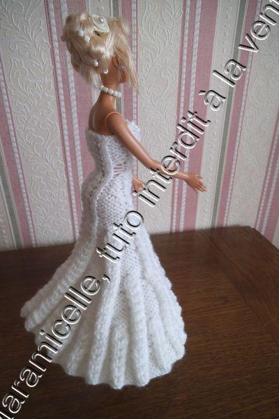 Barbie en mariée ça vous dit? La tenue est faite sur le même principe que mes précédentes tenues en mailles croisées; TUTO MATERIEL laine à tricoter avec du 3,5(22 mailles pour 10 cm) aig 3,5 ruban POINTS explications ici jersey envers mailles croisées...