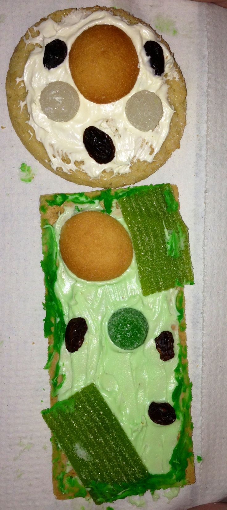 Create plant & animal cells with cookies, graham crackers, mini Nilla wafers, raisins, frosting, gum drops, & green candy.  Mrs. Diamond's 5th grade students LOVED this!!!