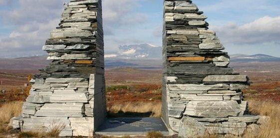 Dovrefjell-Sunndalsfjella nasjonalpark - monumentet ved inngangen til parken - P_12.06.2013