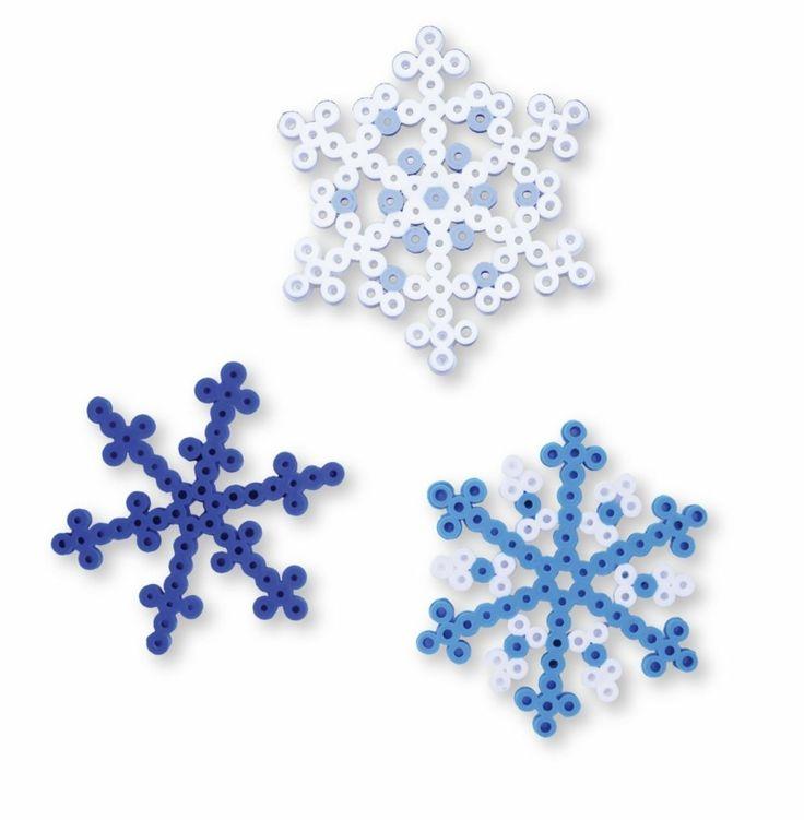 Basteln mit Bügelperlen - Idee für Schneeflocken-Formen