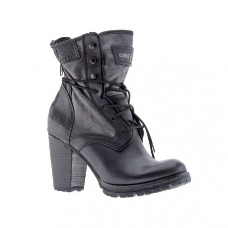 Women's boots in leather with innovative fabrics.