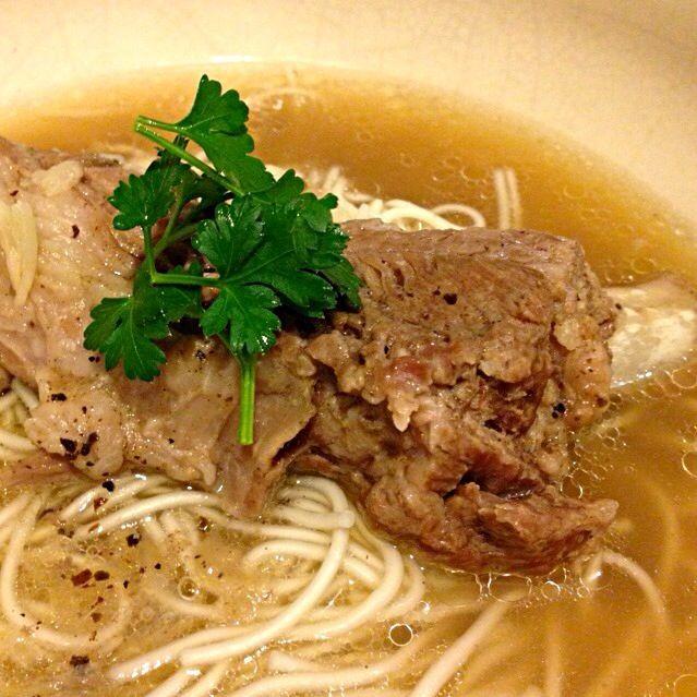 シンガポールのスープ、バクテーを作りましたそこに仙台の白石温麺を入れてみました。にんにく・黒胡椒たっぷりで体がポカポカ〜 - 39件のもぐもぐ - 肉骨茶 バクテー麺 by リリ
