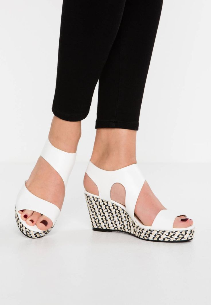 "Divine Factory. Platform sandals - blanc. Pattern:plain. Sole:synthetics. heel height:3.0 "" (Size 4). Platform height:1.0 "" (Size 4). Padding type:Cold padding. Shoe tip:open. Heel type:wedge,platform toe. Lining:imitation leather. shoe fa..."