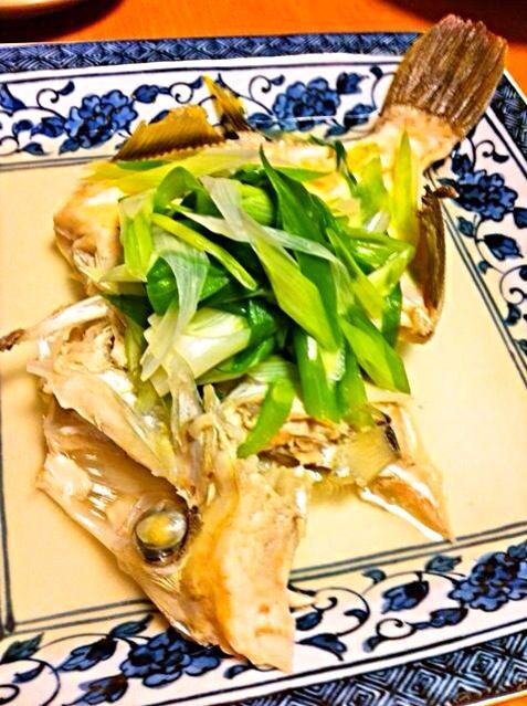 霜降りし、下処理をしたカワハギを発酵昆布水、酒、塩で煮ます。醤油味の煮付けもいいですが、淡白な白身魚を味わう調理法です。 - 49件のもぐもぐ - 本ハギの塩煮 by hisoka7