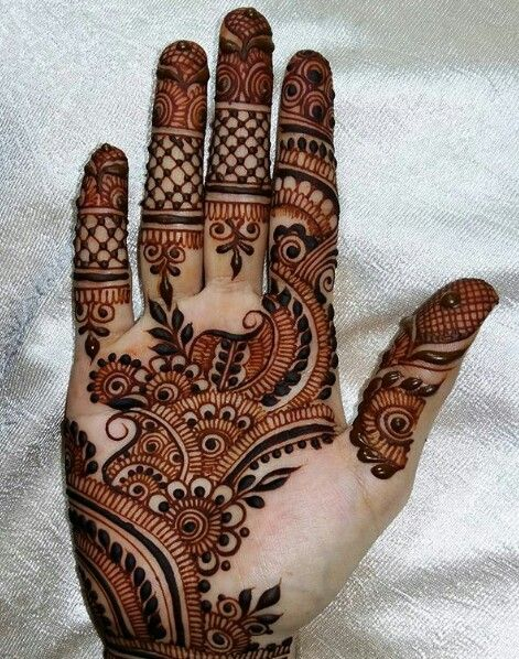 Henna- nice way to try a tattoo & less painful!!