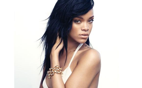 """""""A vida de solteira é tão superestimada. Sempre que você está num relacionamento, quer estar solteira. Mas confie em mim, isto não é bom. Você não quer viver sua vida e só então encontrar alguém, você quer compartilhar sua vida com alguém. É disso que estou sentindo falta agora."""" Rihanna"""