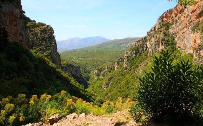 Gorges de Loussios : randonnée et monastères