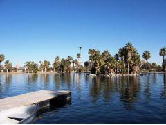 フェニックスはアメリカで最も暑い都市。だが日本よりは湿気が少ないため過ごしやすい。アリゾナ州フェニックスの名所