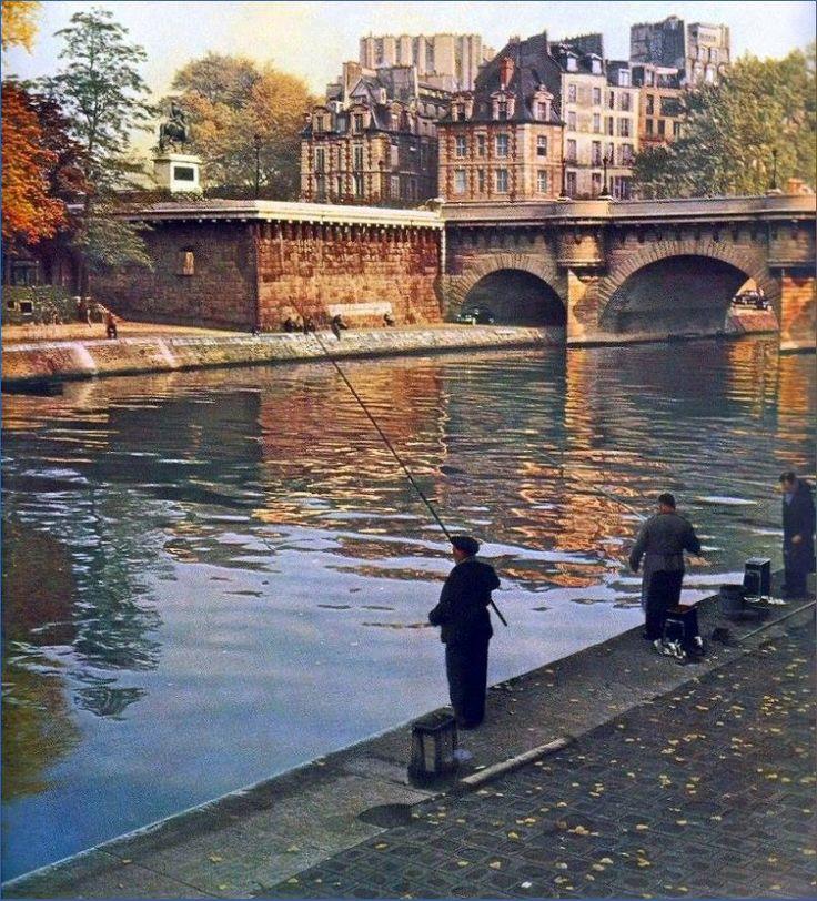 Le pont Neuf vu depuis le quai de Conti en 1955. Une photo de © Kurt Otto-Wasow (Paris 6ème)
