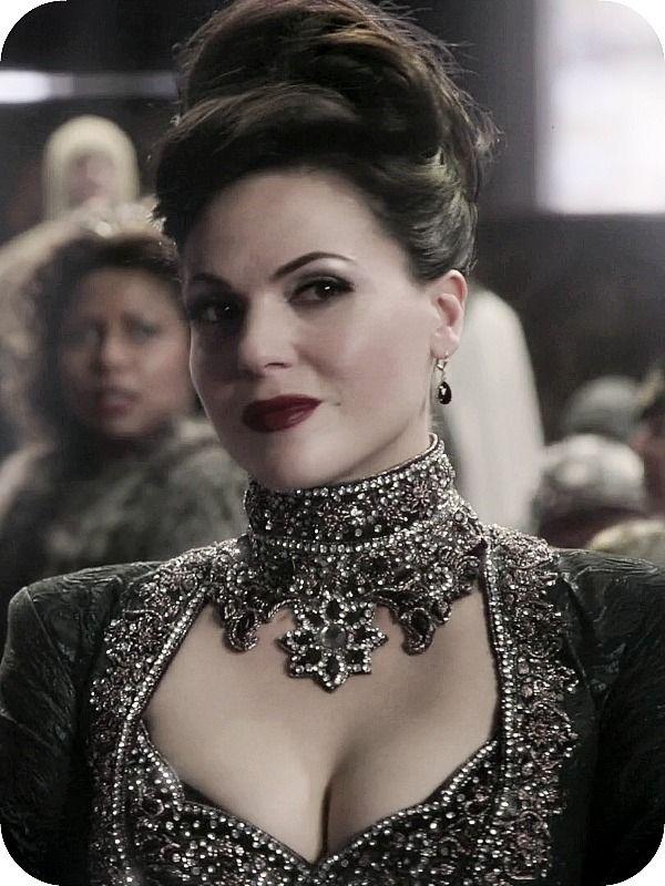 Regina Mills. Necklace, hair, and dress  - Lana Parrilla