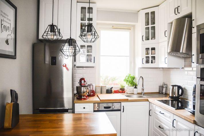 Mała, biała kuchnia w bloku - białe fronty / Small, white kitchen