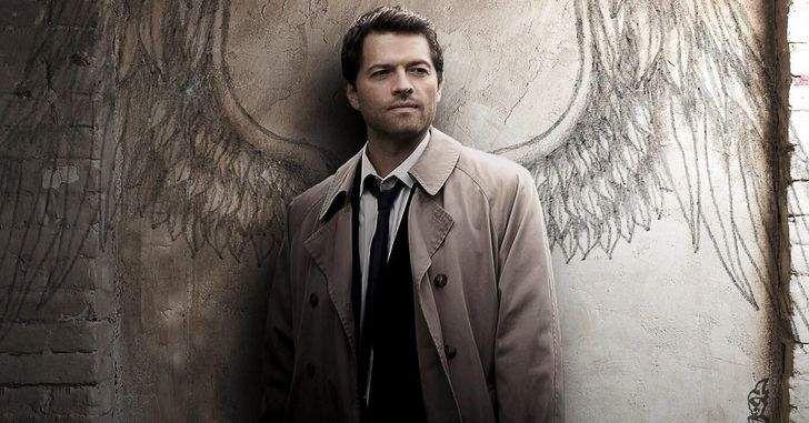 Um dos personagens favoritos dos fãs retorna para o próximo ano da série! A décima segunda temporada de Supernatural deixou muitos fãs devastados com o que parece ter sido o fim definitivo de Castiel, um dos personagens mais queridos pelo público. Contudo, logo todos ficaram surpresos com a notícia de que Misha Collins, o ator por trás do anjo retornaria para …