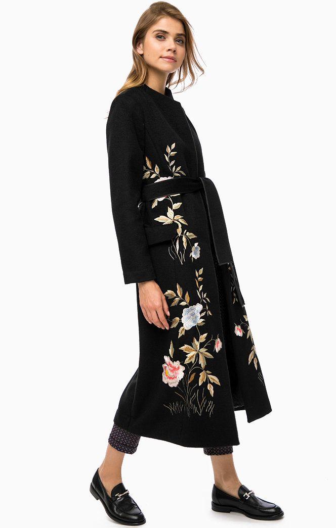 Очень модный тренд пальто с вышивкой Silvian Heach