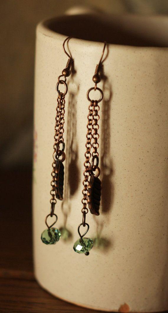 Orecchini lunghi simil ottone  perla in vetro di DrawingJewelry