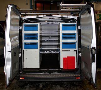 Cassettiere sottopianale usate in modo originale per allestire un furgone di grandi dimensioni.