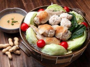 「水郷とりのジューシー手羽先餃子鍋」お子様にもおすすめ!見た目も楽しい鍋。ジューシー鶏肉は千葉のピーナッツみりんソースにもあいます!【楽天レシピ】