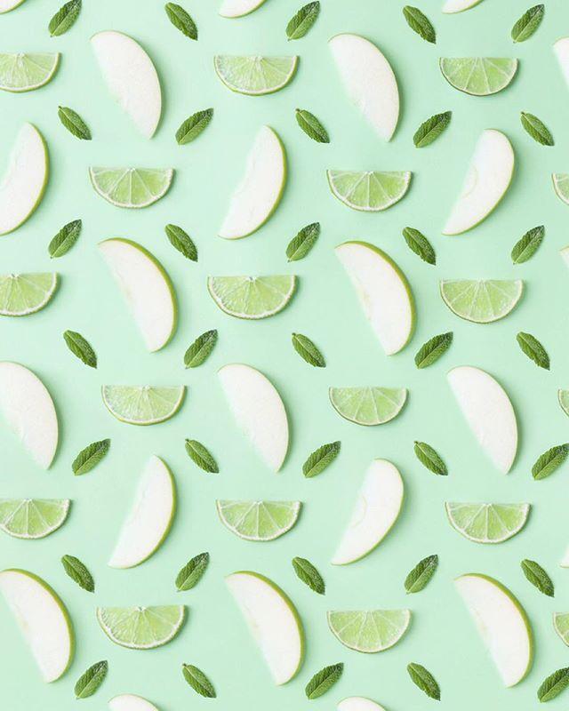 Limões e maçãs verde.