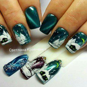 Зимний маникюр с гель-лаком кошачий глаз и бархатным песком. Дизайн ногтей с елочками, домиком и месяцем.