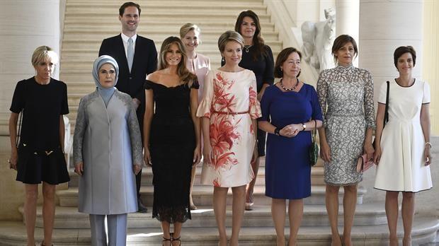 La diversidad llego.  Las primeras damas y el primer caballero: la histórica foto de la OTAN con un matrimonio igualitario  Las primeras damas y el primer caballero, antes de una cena al margen en la cumbre de la OTAN. Foto: DPA
