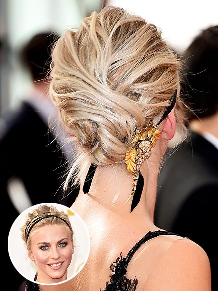 To complement the star's sexy straight-from-the-runway Marchesa creation, her hair stylist Riawna Capri for Clear Scalp & Hair, needed just the right hair accessory. Which is why Capri wove a black velvet ribbon and a Neil Lane brooch into the star's updo at the last minute.